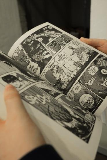 How to read … graphic novels:  Persepolis by Marjane Satrapi – Dr Harriet Earle